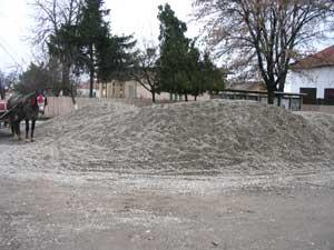 Nisipul va sta in fata Primariei Castranova pâna la primavara