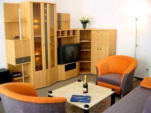 Piesele de mobilier ale incaperii trebuie sa fie foarte practice, cu un design simplu