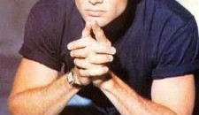 Robert Drake (Grant Show) si amicii lui incearca sa se salveze dintr-un oras inghetat