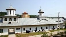 Manastirea Sfânta Treime a fost ridicata pe locul Schitului Strâmba
