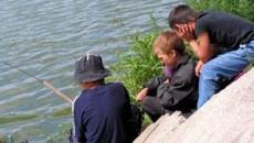 Alin, Laurentiu si Claudiu, trei pusti pasionati de pescuitul cu sau fara succes
