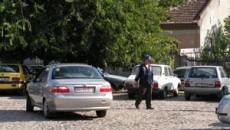 Parcare amenajata: o sapca pentru angajat si un chitantier