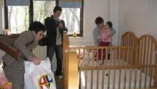 Copiii cu grave deficiente au primit ieri daruri