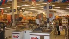 Suprafata construita pe care se desfasoara real,- Hypermarket este de peste 15.000 mp