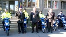 Adrian Cazan, Dumitru Buse si Dumitru Persu lânga motoscutere