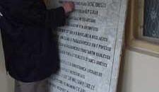 Angajatii de la Regia Apa au gasit o placa memoriala
