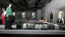 Casa de moda Trussardi si-a prezentat colectia toamna-iarna 2007 pe benzile rulante pentru preluarea bagajelor din aeroport