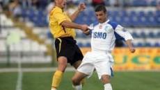 Adi Popescu (alb) spera sa câstige duelul cu adversarii de mâine