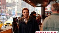 Benedick (Damian Lewis) este un prezentator de succes care trebuie să se confrunte cu fosta iubită