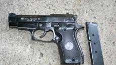 Unul din pistoalele cu gaze descoperite de poliţiştii de frontieră