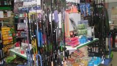 Undiţele şi lansetele îşi aşteaptă cumpărătorii