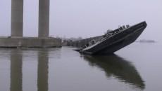 Nava blochează o parte din şenalul din portul industrial Moldova Veche