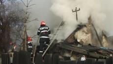 Pompierii au intervenit ca să stingă focul