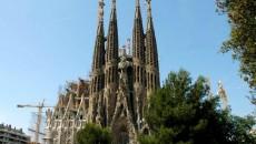 """Catedrala """"Sagrada Familia"""" - o bijuterie arhitectonică europeană"""