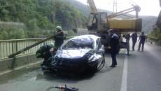 Autoturismul a fost scos din râul Olt cu ajutorul unei macarale