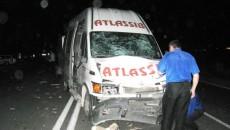 Microbuzul a fost avariat în urma impactului cu căruţa