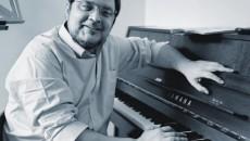Mihai Ungureanu, în faţa pianului său drag