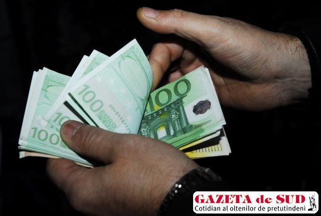 Odată obţinute, creditele în valută sunt mai greu de returnat decât cele în lei
