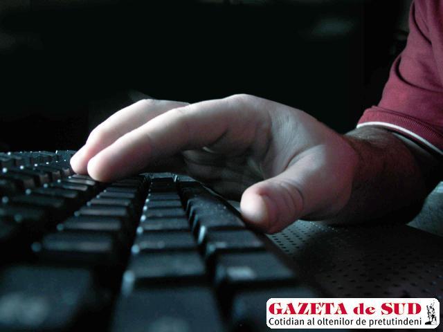 Înşelătoriile pe internet le-au adus acuzaţilor aproape o jumătate de milion de euro