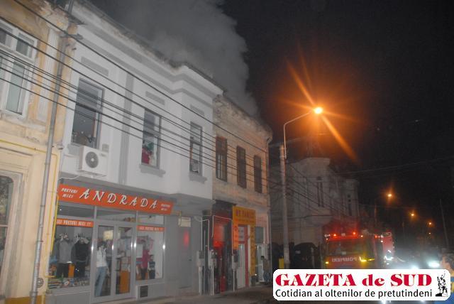 Pompierii au intervenit cu cinci autospeciale pentru lichidarea flăcărilor