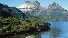 Centrul insulei Tasmania este dominat de munţi spectaculoşi