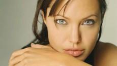 Femeia ideală ar trebui să aibă buzele Angelinei Jolie