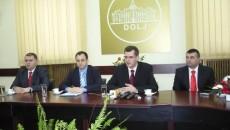 Prefectul şi membrii cancelariei lasă pe mâinile justiţiei retrocedările de la Şimnic