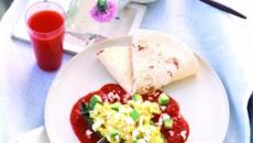 Mâncărurile la care folosiţi suc de roşii capătă un gust fin dacă adăugaţi o linguriţă de zahăr