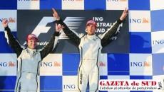 Button (dreapta) şi Barichello savurează victoria echipei Brawn GP