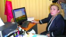 Lelioara Nicola lucrează pe un calculator cu informaţii zero