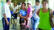 Familia Cristinei Gomotîrceanu a venit la spital pentru a afla ce se întâmplă cu tânăra şi copilul ei