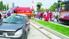 O femeie a murit după ce a fost lovită în plin de Renaultul care s-a răsturnat
