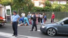 Victima a primit primele îngrijiri chiar de la şoferul maşinii care a lovit-o