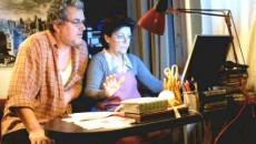 O poveste plăcută, cu doi părinţi care încearcă să comunice cu fiul din America prin intermediul calculatorului