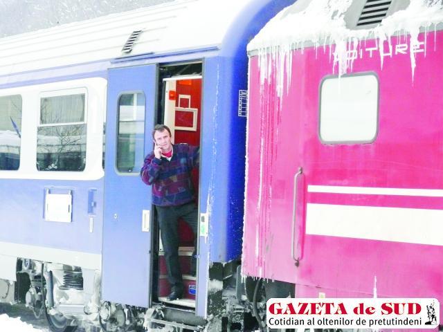 Zeci de trenuri au fost blocate în gările dintre Drobeta Turnu Severin şi Caransebeş