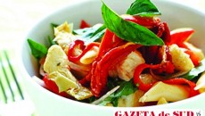 Salată caldă cu pui şi paste