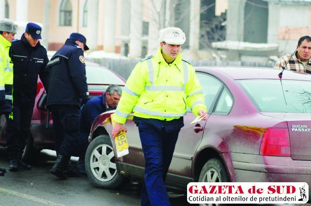 Poliţiştii au dispus ridicarea numerelor de înmatriculare de pe cinci maşini găsite în neregulă