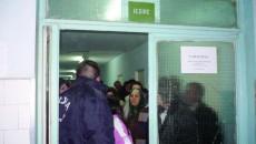 Rudele bolnavilor s-au certat cu agenţii de pază