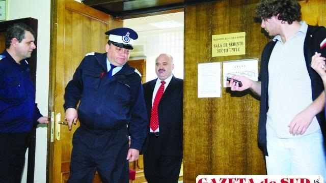 Senatorul Cătălin Voicu iese de la audieri de la Înalta Curte de Casaţie şi Justiţie