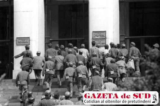 Minerii iau cu asalt Facultatea de Drept din Bucureşti