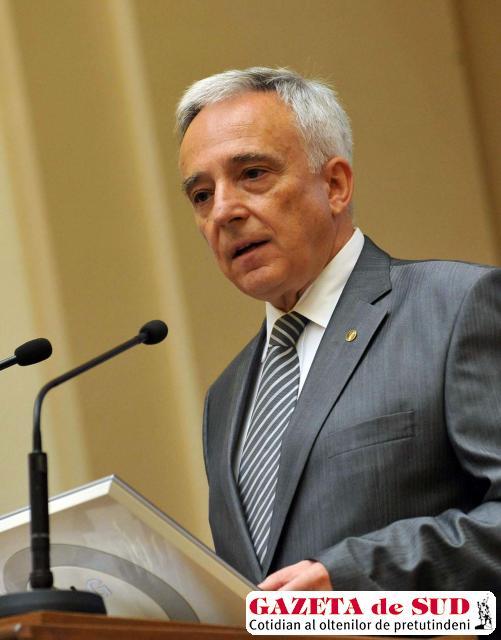 Mugur Isărescu spune că impozitarea muncii este greşită