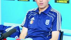 Asemenea suporterilor craioveni, Victor Piţurcă aşteaptă ziua când  Universitatea va reveni o forţă în Liga I