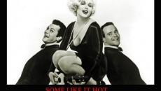 """Tony Curtis (stânga) a jucat în pelicula """"Some Like It Hot"""", alături de Marilyn Monroe şi Jack Lemmon"""