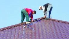 După ce montau acoperişul, romii cereau sume mult mai mari de bani faţă de cât se înţeleseseră iniţial