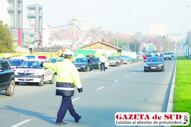 Poliţiştii de la Rutieră au oprit peste 6.000 de maşini în trafic