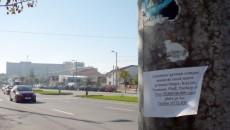 Astfel de anunţuri privind achiziţionarea de maşini de cusut au apărut de curând pe mai mulţi stâlpi din cartierul craiovean 1 Mai