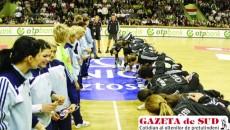 La fel ca în 2010, jucătoarele de la Oltchim (stânga) îşi doresc să elimine Gyorul şi să dispute finala