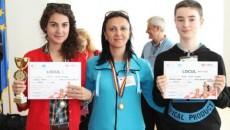 Andreea Cârlig, profesoara Carmen Georgescu Bărţăgui şi Mihai Bidă