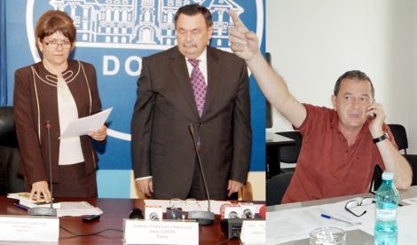 După două săptămâni de când a fost instalată prefect de Dolj de ministrul Victor Paul Dobre, Elena Costea este acuzată de liderul PDL, Marian Jean Marinescu