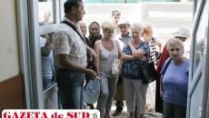 Pensionarii care doresc bilete de tratament în anumite staţiuni au stat în soare, în caniculă, pentru a prinde un loc refuzat de alţii